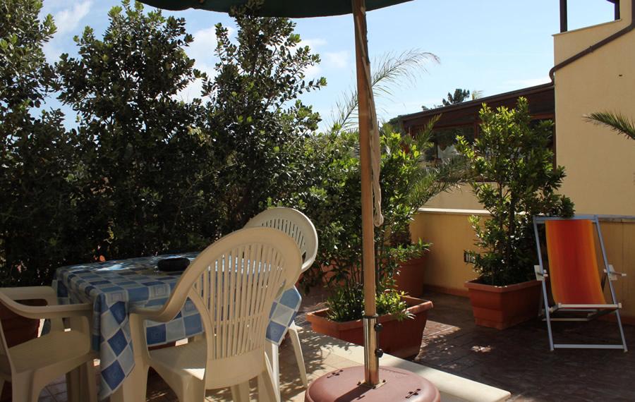 Tavolo e sedie in veranda