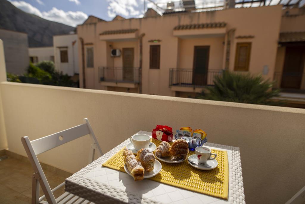 Balcone con colazione