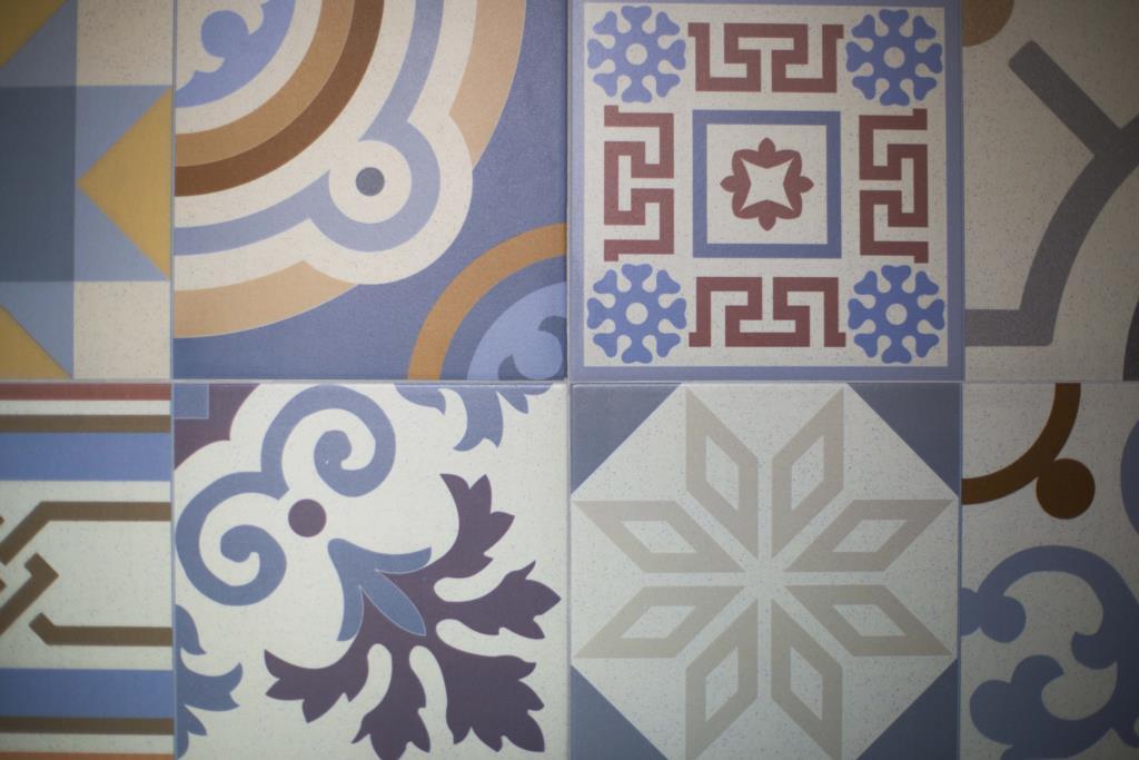 elemento decorativo con maioliche siciliane