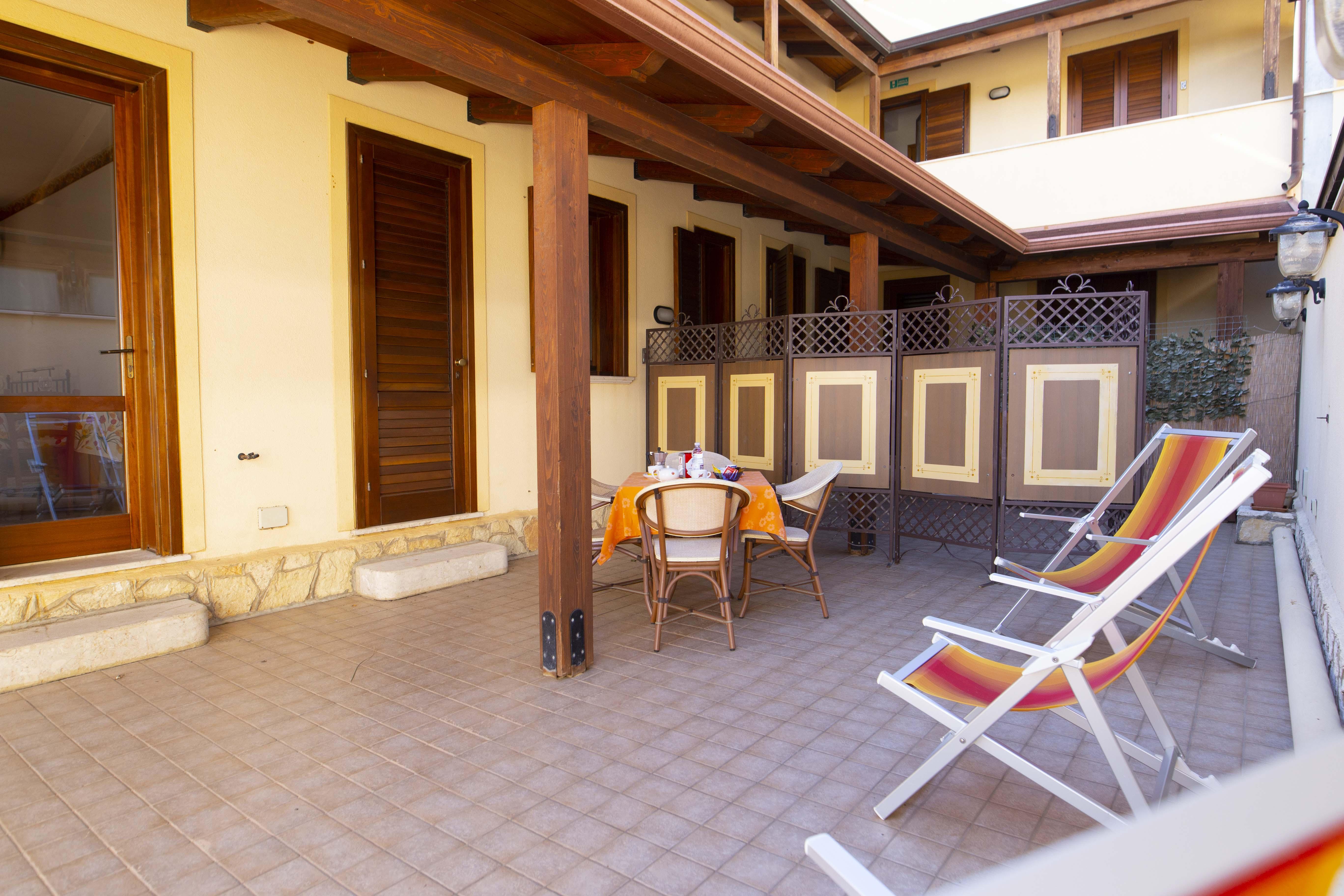 veranda esterna in esclusiva all'appartamento