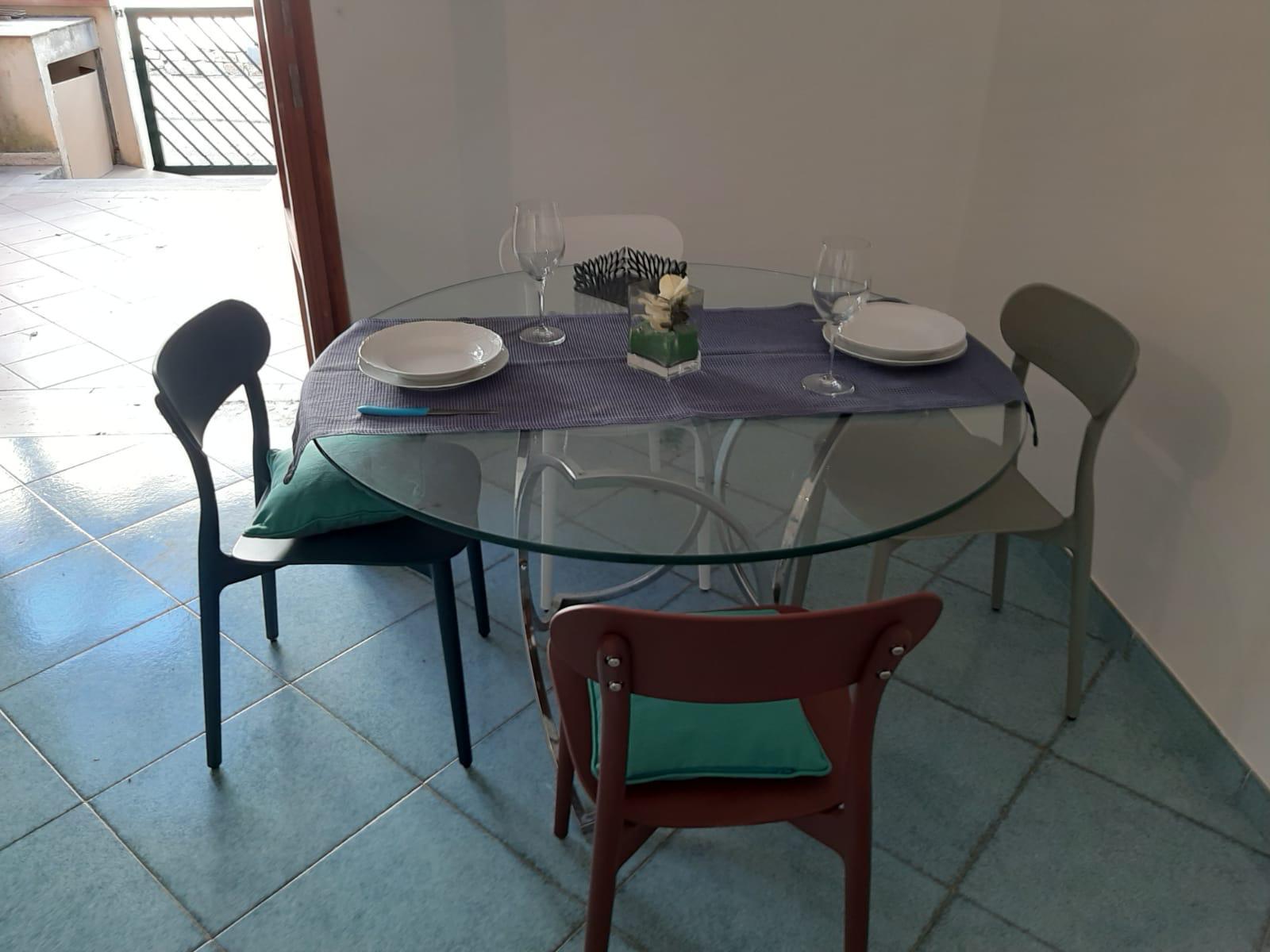 Tavolo in soggiorno di vetro